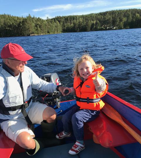 Sommarlycka i motorbåt med morfar på Stora Härsjön